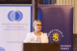 Suurlähettiläs Katja Pehrman. Kuva: Puolustusvoimat/Ville Bröijer