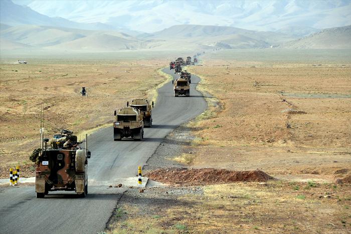Polttoaineen kuljetussaattue Afganistanissa Kuva: Nato / Yhdysvaltain armeija